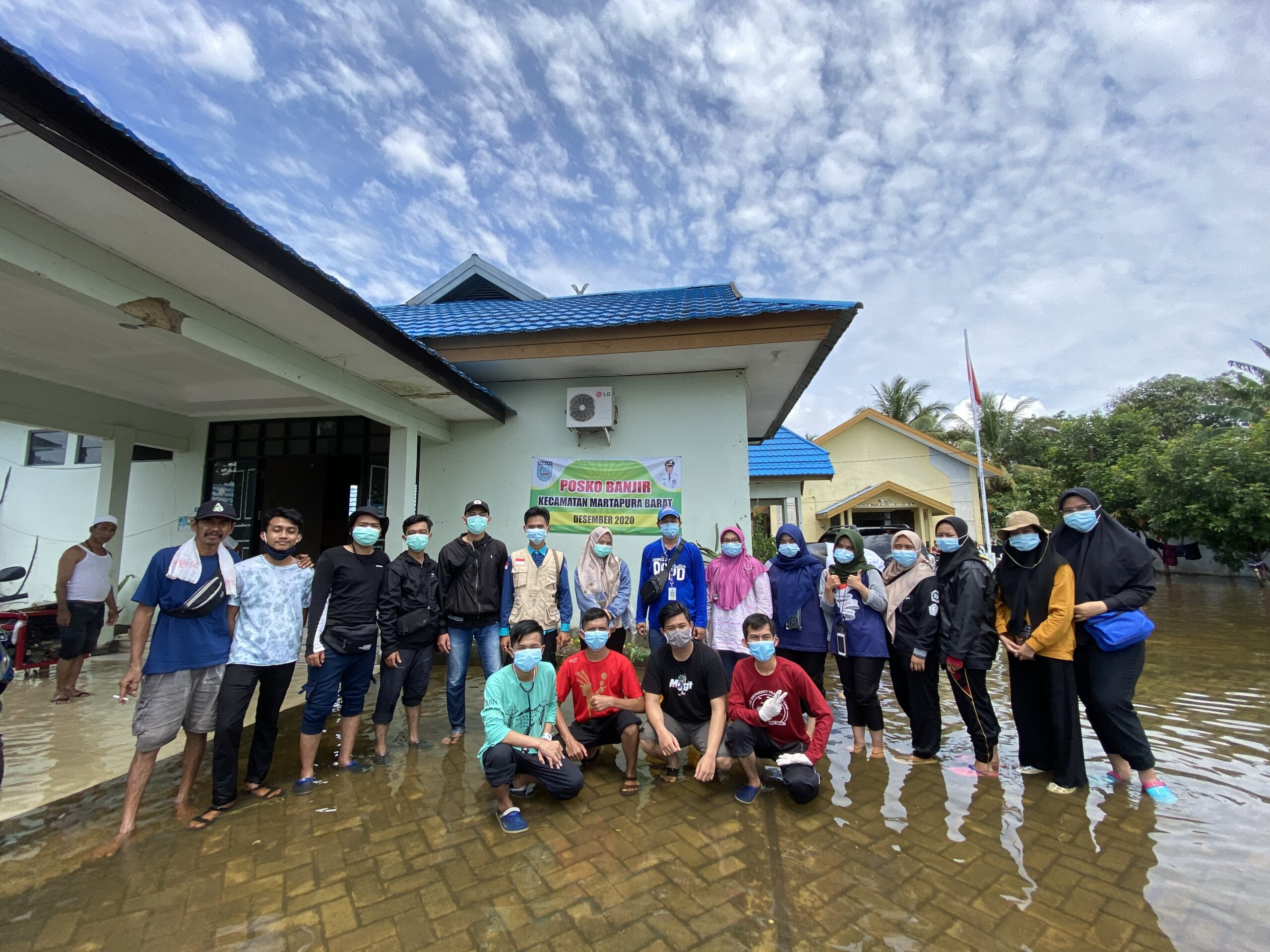 Farmasi Menjadi Relawan Banjir